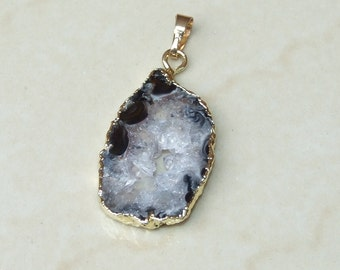 Druzy Pendant. Agate Druzy Slice - Geode Slice Pendant - Geode Pendant. Agate Druzy - Gold Plated Edge - 20mm x 34mm - 9076
