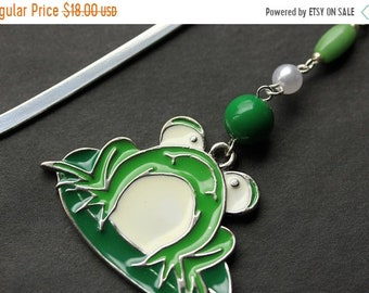 MOTHERS DAY SALE Green Frog Book Charm. Beaded Bookmark. Frog Bookmark. Book Hook Bookmark. Handmade Bookmark.
