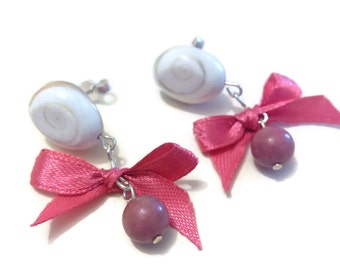 """Bullet Earring """"eye of Saint Lucia rhodochrosite bead and a small knot in bright pink satin"""""""