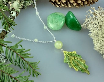 Crochet Leaf Pendant, Green Leaf Pendant, Leaf Jewelry, Woodland Necklace, Leaf Necklace, Forest Jewelry, Plant Lover Gift, Nature Inspired