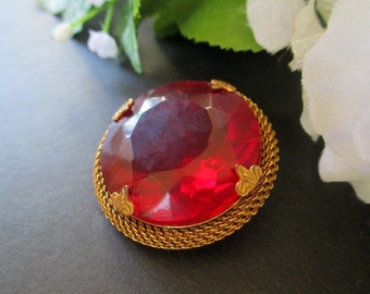 Statement Pin / Brooch With Mesh * Red Stone * Large Round Classic Vintage  Brooch