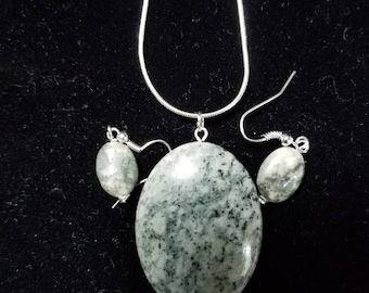 Serpentine Pendant with Earrings
