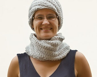 Hand knitted neck warmer and hat