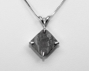 Muonionalusta Meteorite Pendant in Silver, 10 x 10 mm