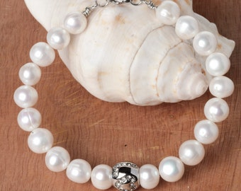 Love Classic Freshwater Pearl Bracelet with LOVE Bead Made of Stainless Steel
