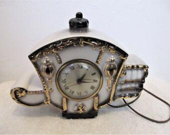 A BEAUTIFUL Ceramic Vintage MANTEL CLOCK With Gold Trim Paint.