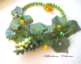 Natural necklace with grapes