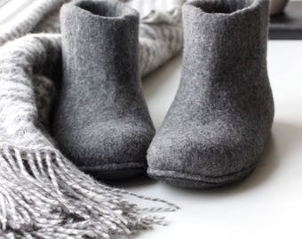 Wool houseshoes, READY to SHIP size US 8.5 gray felted slippers, felt wol shoes, home warm shoes, hygge home shoes, unisex slippers, valenki