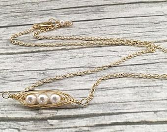 Three Peas In A Pod Friendship Necklace - Minimalist BFF Pearl Pendant - Pea Pod Jewelry - Gold Best Friends Bar Necklace
