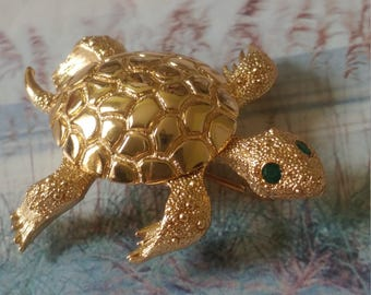 Vintage Signed Monet Figural Gold Tone Turtle Brooch With Rhinestone Eyes