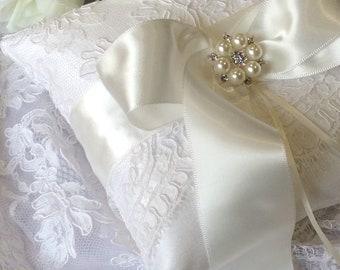 Ivory Ring Pillow, Lace Ring Pillow, Wedding Ring Pillow, Silk Ring Bearer Pillow, Elegant Ring Pillow, Ring Cushion, Satin Ring Pillow
