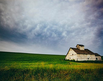 Palouse Photography, Barn, Eastern Washington, Rural Landscape, Agriculture, Storm photos, Weather, Nature, Palouse Fine Art, White Barn