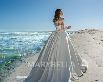 Ball Gown Wedding Dress with Lace Back & off the Shoulders with Belt
