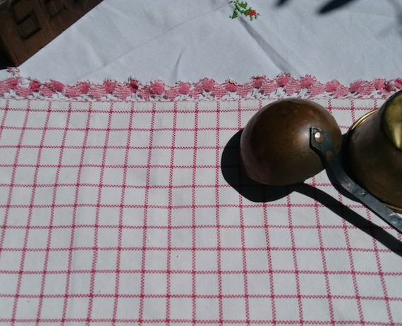 Primitive Red and White Gingham French Place Mat Table Center  Red Lace Trim Cotton Farmhouse Home Decor Linen #sophieladydeparis