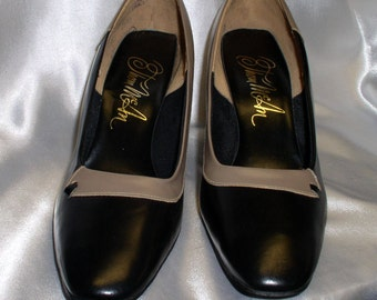 Size 8,Vintage Thom McCann Black and Tan Pumps Heels, Man Made and Leather, Excellent Condition, 1 Pair