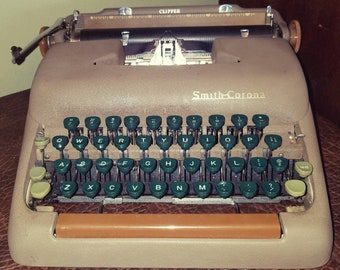True Vintage Mid Century Smith Corona Clipper Typewriter with Floating Shift Working Great!