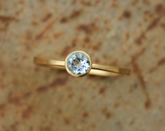 18k ring with aquamarine
