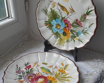 pair of stunning vintage Italian decorative hand painted collectors plates