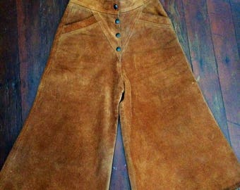 AMAZING womens vintage 1970's suede/leather collates/capris or pants. Size Small 4-6