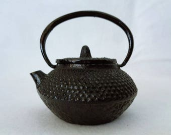 VJ359 : Nambu Tekki Teapot, Japanese vintage small Tetsubin Cast Iron Kettle,Ironware mini Teapot ,made in Japan