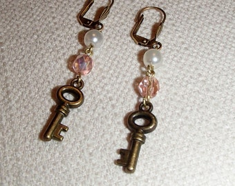 Pearl Glass Key Dangle Earrings E182