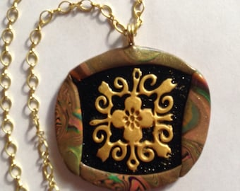 Reversible pendant with gold on black filigre inset