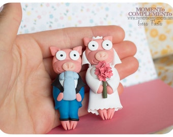 Broochs or cufflinks Simpson pigs couple, handmade with polymer clay and lot of love. Design adapted by MOMENToCOMPLEMENTo. Custom made.