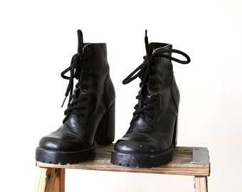 90s black leather boots - lace up ankle boots - chunky heel ankle boots - combat style - 90s grunge - size 5