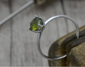 Engagement ring with Topaz green, Solitaire ring