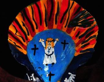 Tiny scallop shell with spiritual figure