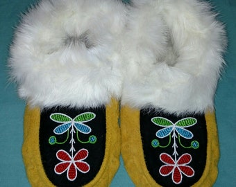 New Handcrafted Elk Suede Leather Moccasins with Embroidered design and Fur Trim Womens Size 6