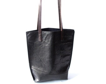 Tiny tote in black leather
