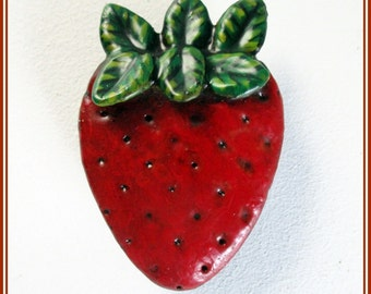 Broche de fresa para chaqueta, broche artesanal pintado a mano, broche de fruta, broche hecho a mano, pin fresa, regalo para ella, regalo