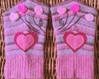 Felted upcycled pink purple wristwarmers for women / teen girls with roses and hearts in recycled repurposed lambswool and angora OOAK