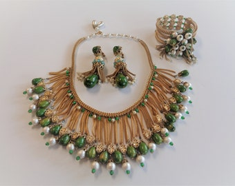 Spectacular Vintage Hobe Green Bakelite Necklace, Bracelet and Earrings Set