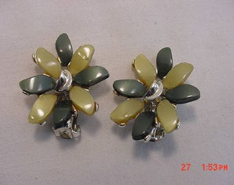 Vintage Green Thermoset  Clip On Earrings  18 - 450