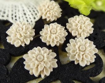 37-00-CA  6pcs Natural Shape Chrysanthemum Cabochons - Sand