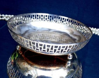 Round silver tray / Vintage silver plate tray / Round footed silver tray / vanity tray / serving tray / decorative silver tray / footed tray