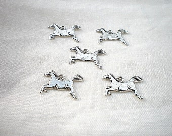 5 charm horse 20x12