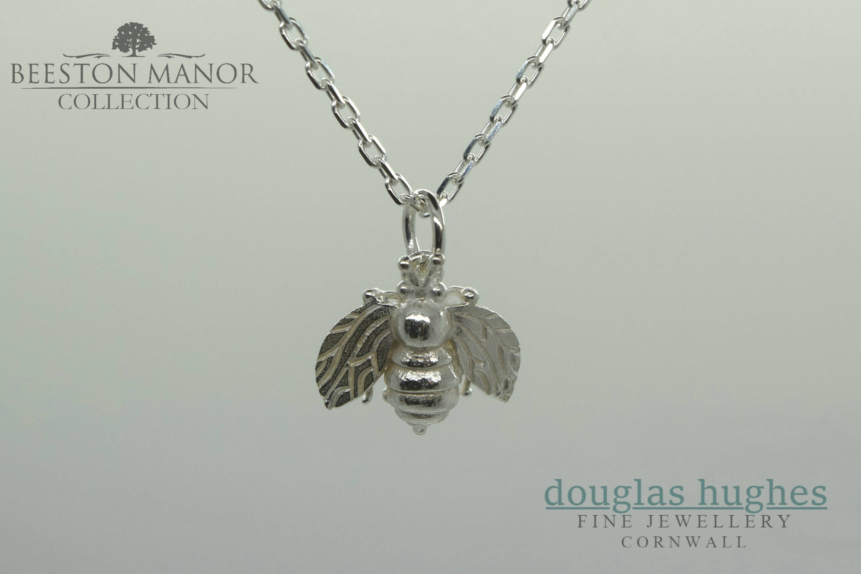 necklace gold lyst pendant honey bee womens bumble westwood metallic vivienne in jewelry gallery