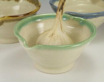 Garlic grating bowl