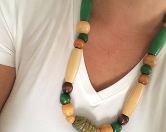 Wooden bead necklace green/brown/cream