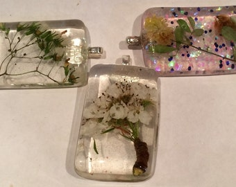 Resin embedded dried flowers and moss pendants