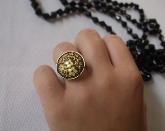 Vintage Black Enamel Ring with Gold Etched Florals, Damascene Spain Ring, Adjustable, Fits anyone, Excellent condition