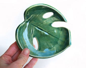 Green Philodendron Leaf Bowl Jewelry Dish, Soap Dish, Monstera Leaf - Ceramic, Pottery - Spoon Rest, Handmade, Gifts for Plant Lovers