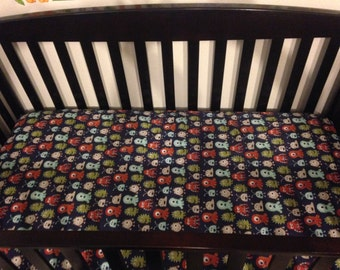 SALE •• Monster crib sheet • cotton crib sheet • fitted sheet • nursery • monster • alien • boy nursery • baby boy • boy monster sheet •