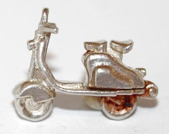 Vintage Vespa Motorcycle Sterling Silver Bracelet Charm / Opening (3.9g)