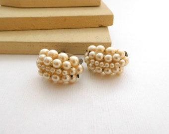 Vintage Antique Off-White Faux Pearl Bead Cluster Screw Back Hoop Earrings K25