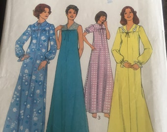 STYLE 1220 vintage sewing pattern for nightdresses. For sizes 12-14 medium.
