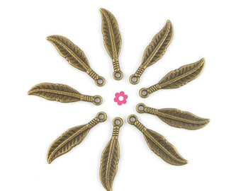 Feather charm 10 x bronze 7x30mm (135 d)